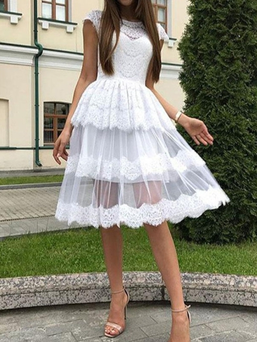 Knee-Length Cap Sleeves Scoop Appliques Homecoming Dress