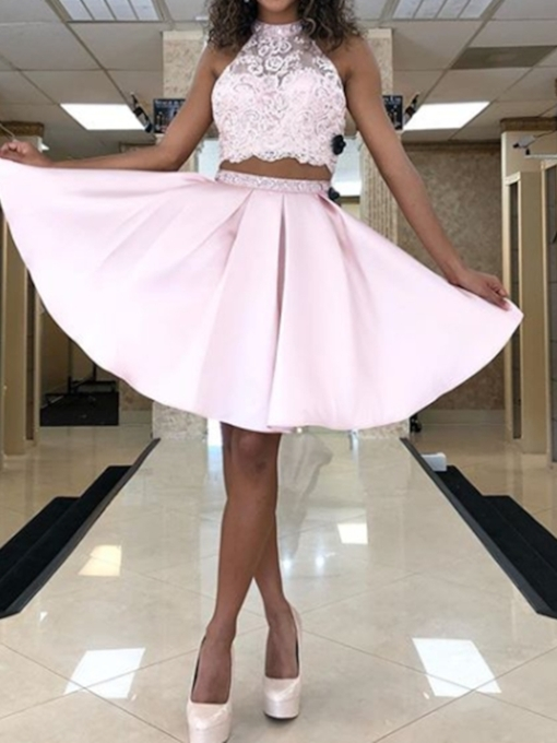 Sleeveless Knee-Length Appliques Halter Homecoming Dress 2019