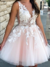 Sleeveless A-Line Beading Knee-Length Homecoming Dress