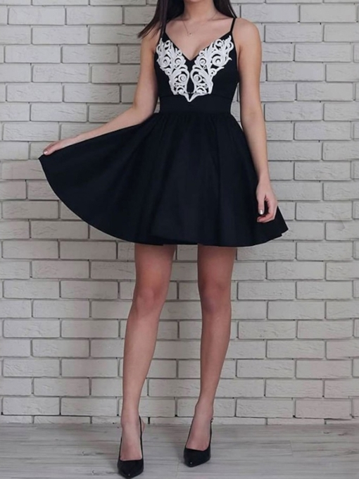 Sleeveless Spaghetti Straps Appliques Short Homecoming Dress 2019