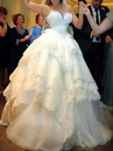 Sweetheart Lace Appliques Tiered Ball Gown Wedding Dress