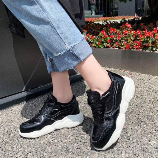 Lace-Up Low-Cut Upper Round Toe Women's Sneakers