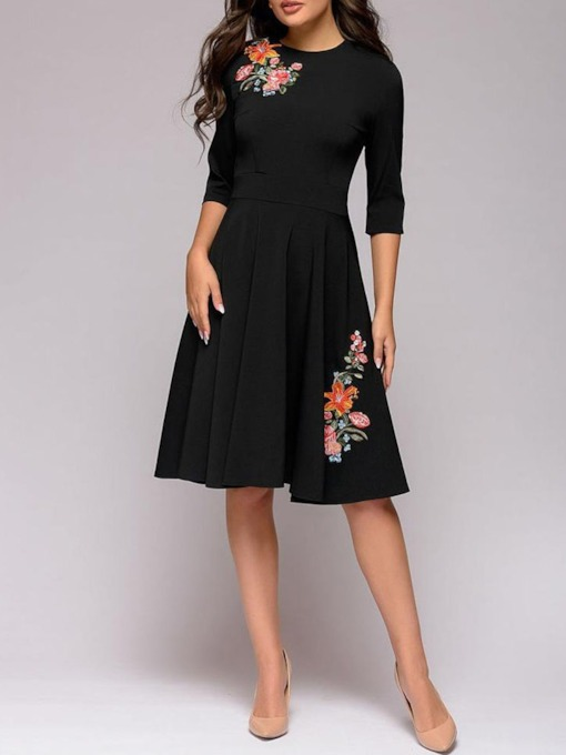 Embroidery Three-Quarter Sleeve Round Neck Knee-Length Regular Women's Dress