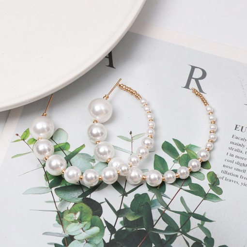 Plain Alloy Pearl Inlaid Holiday Stud Earrings