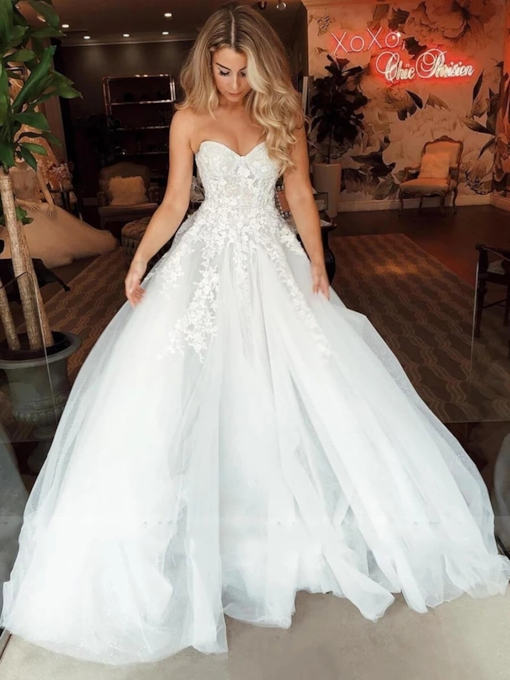 Sleeveless Floor-Length A-Line Appliques Garden Wedding Dress 2020