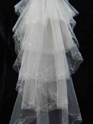 Multilayers Wedding Veil with Prunus Mume Edge