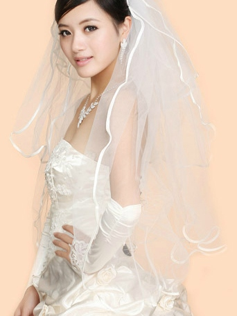 Fingertip Wedding Bridal Veils with Lace Edge