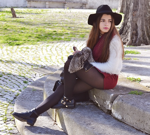 Fashion Outfits with White Sweater and Burgundy Shorts 1